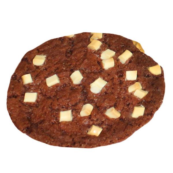 Amerikanischer Cookie dunkel mit hellen Schokoladenstückchen